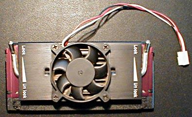 Mein alter Pentium II 233 auf dem Operations-Tisch (die einzige CPU, die noch nicht offen war)