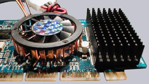 Und hier nochmal die GPU und Speicherkühler vergrößert.