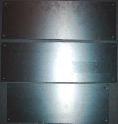 In der mittleren Hartschaumplatte ist bereits die Aussparung für das CDROM Laufwerk