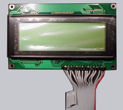 Die Vorderseite des Displays mit ein paar Kabeln zur Reserve, damit ich darüber noch den IR-Empfänger und eine zusätzliche LED anschließen kann.