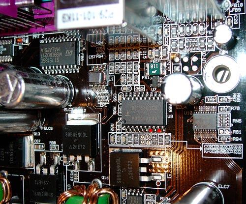 Widerstand von Pin 7 (FB) nach Pin 9 (GND) einlöten.