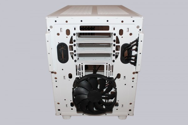 thermaltake_core_x9_snow_edition_29