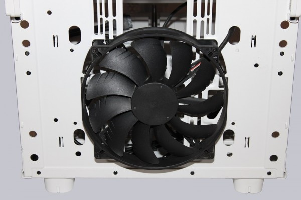 thermaltake_core_x9_snow_edition_30