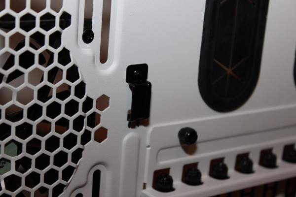 thermaltake_core_x9_snow_edition_38